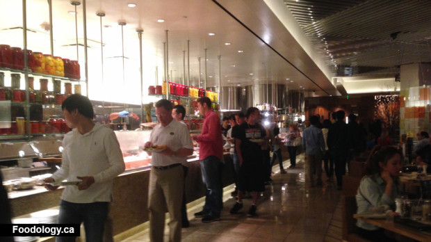 Bacchanal-Buffet-queue