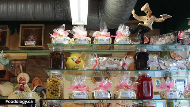 Patisserie-Daniel-shelf