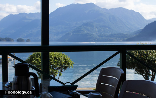 lake-side-cafe-view