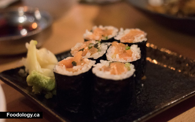 black-rice-salmon-roll
