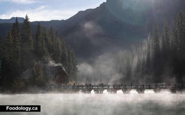 emerald-lake-fog-people