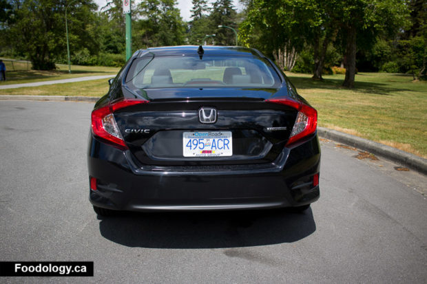 honda-civic-touring-2016-back-1