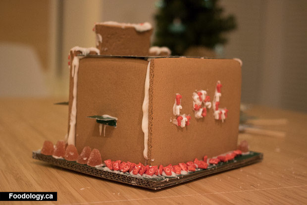 starbucks-gingerbread-house-7
