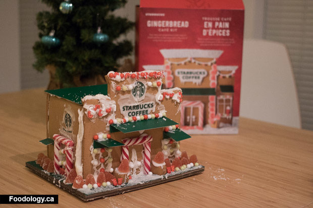 starbucks-gingerbread-house-8